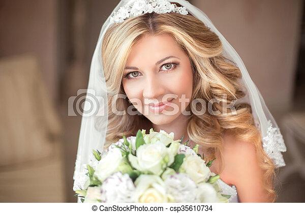 Schone Aufmachung Langes Haar Braut Wellig Hochzeit Portrait
