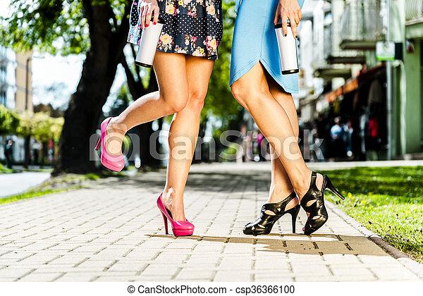 Schöne Beine auf Frauen