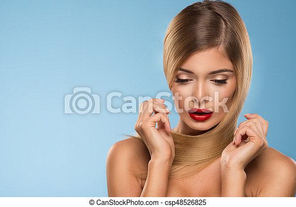 schöne , blaues, frau, aus, lippen, junger, hintergrund, porträt, sexy, rotes  - csp48526825