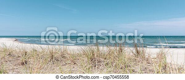 Der Strand von Boltenhagen bei schönem Wetter - csp70455558