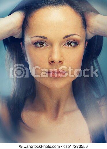 braune haare braune augen frau