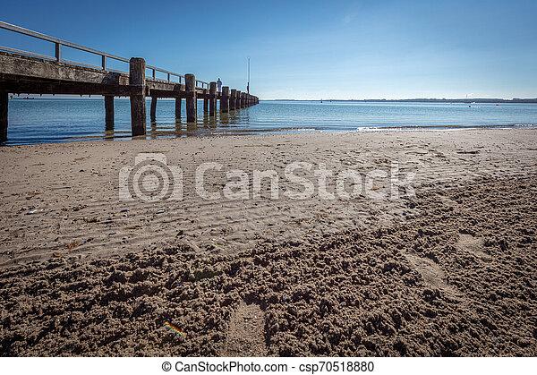 Ein Foto vom Strand bei schönem Wetter - csp70518880