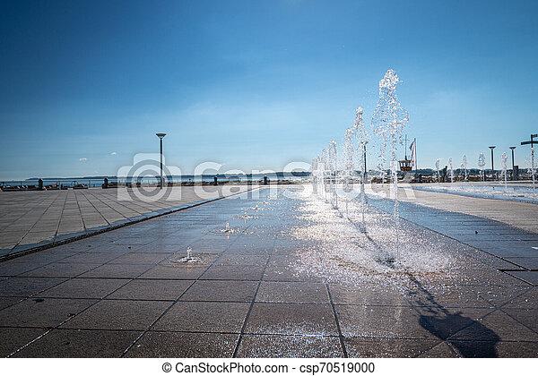 Ein Foto vom Strand bei schönem Wetter - csp70519000