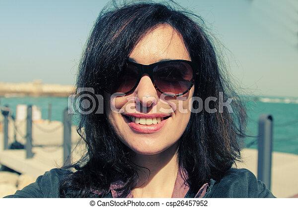 schöne frau, altes , selfie, 35, jahre, porträt - csp26457952
