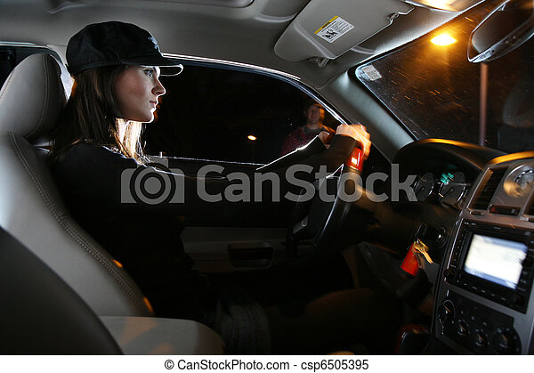 schöne frau, fahren, auto, junger, nacht - csp6505395
