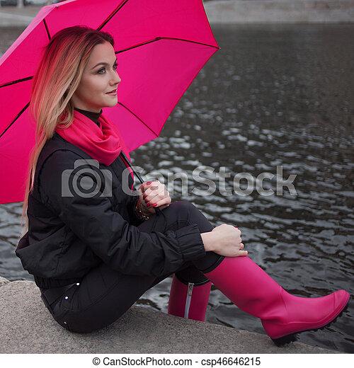 schöne frau, schirm, blond, bunte, positivity, junger, optimismus, begriff, straße., glücklich - csp46646215