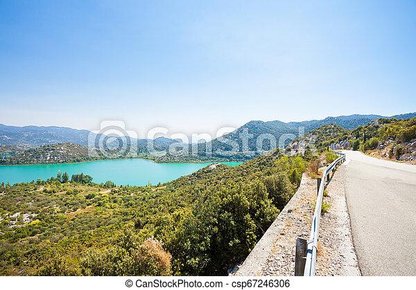 Bacina Seen, dalmatien, croatia - Landstraße neben den schönen bacina Seen - csp67246306
