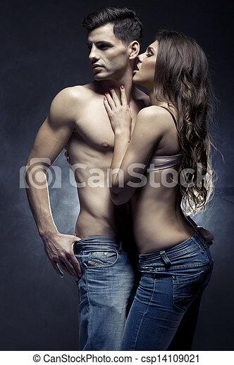 schöne , liebe, paar, innen, junger, umarmen, lächeln - csp14109021