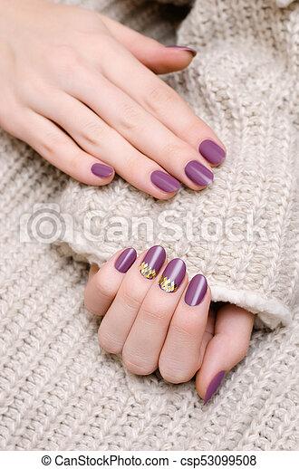 Schone Lila Hand Nageldesign Weibliche Schone Lila Hand