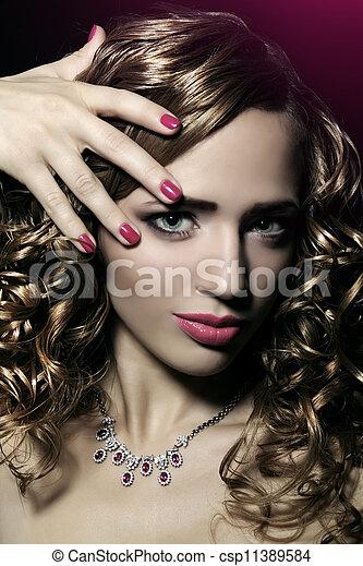 Mädchen mit schönem Make-up - csp11389584