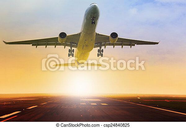 schöne , passagier, aus, düse, fron, startbahn, flughafen, eben, nehmen - csp24840825