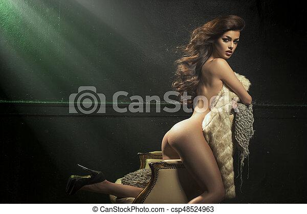 schöne , pelz, weinlese, sessel, sexy, m�dchen, posing. - csp48524963