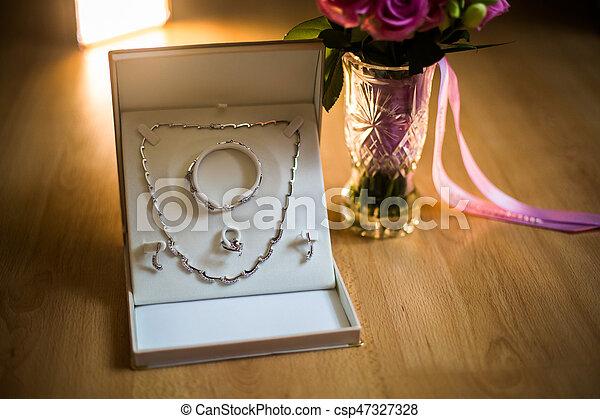 61f32a5cfba8 schöne , rosa, frauen, schmuck, kette, rosen, blumengebinde, rose,  hochzeitsblumen, vorbereitung, anhänger, blumengebinde, ohrringe, weißes