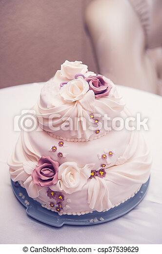 Schone Rosen Three Tiered Hochzeit Kuchen Tisch