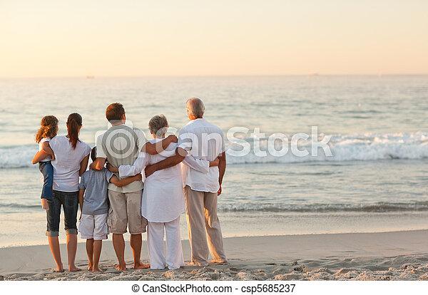 schöne , sandstrand, familie - csp5685237