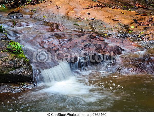 Wunderschöner Wasserfall - csp9762460