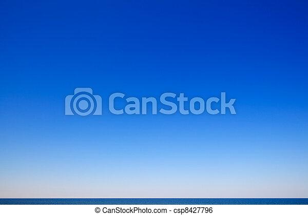 schöne , wasserlandschaft, blauer himmel - csp8427796