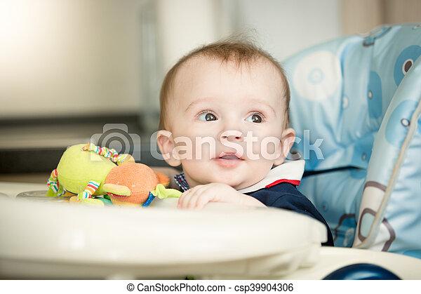 Baby Tafel Stoel.Schattig De Zitting Van De Jongen Kind Baby Tafel Stoel