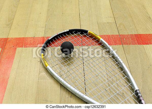 Squash Court und Schläger mit Ball - csp12632391