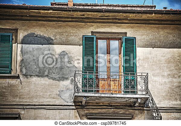 Fenster schließen clipart  Stock Foto von schließen, fenster, toscana, altes , auf ...