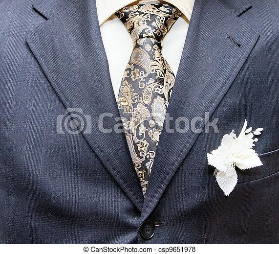 Geschäftsformelle Kleidung mit Krawatte und Anzug - csp9651978