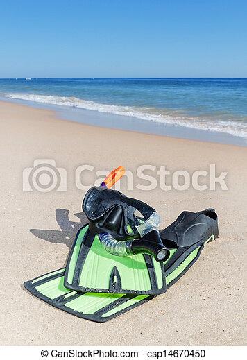 schnorchel, strand., flossen, brille, water. - csp14670450