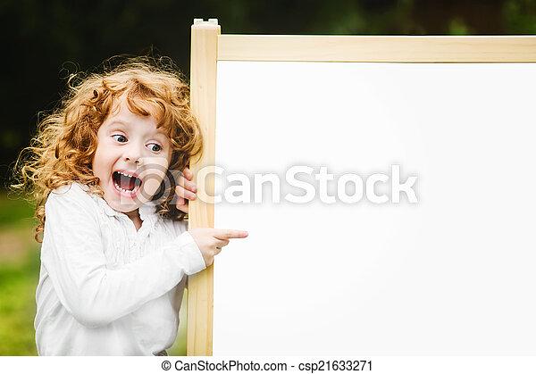 school, blackboard., geshockeerde, kind, verwonderd, vrolijke  - csp21633271