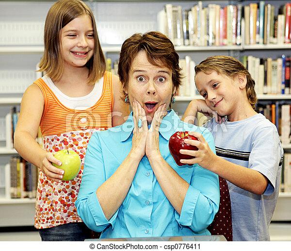 School Library - Popular Teacher - csp0776411