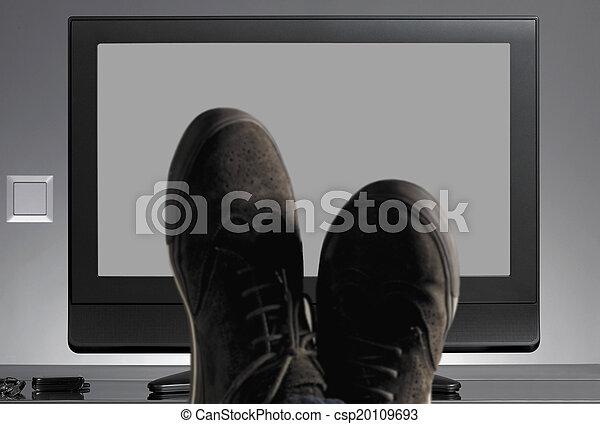 schuhe, fernsehapparat, fokus, neutral, hintergrund, heraus - csp20109693