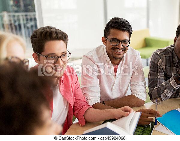 Tisch schule clipart  Stockbild von schule, gruppe, sitzen, studenten, hoch, tisch ...