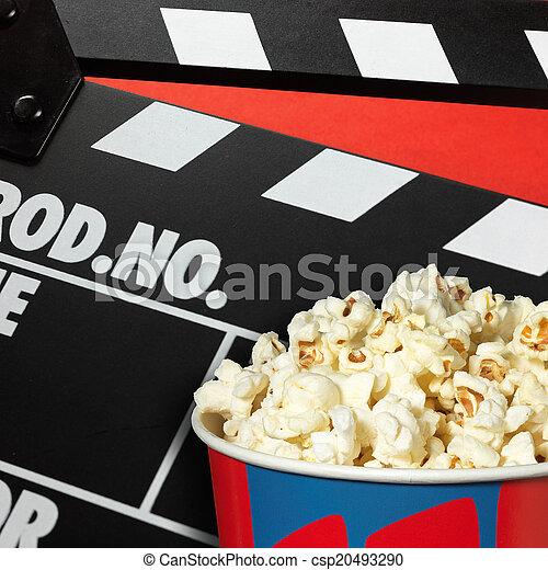 Deckel und Popcorn - csp20493290