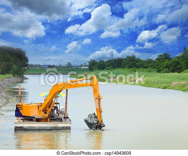 Schwere Maschine im Kanal - csp14943609