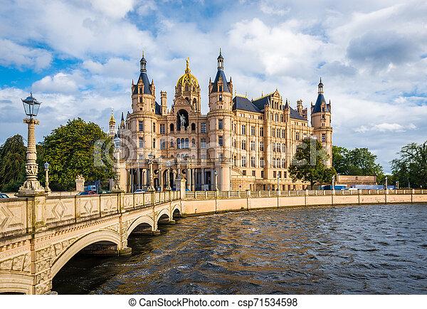Schwerin Palast oder Schloss, Norddeutschland schwer. - csp71534598