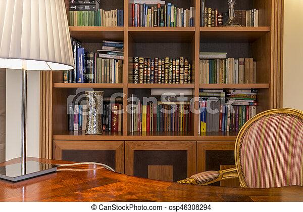 Scrivania legno libreria libri classico colpo for Mobilia lavagna