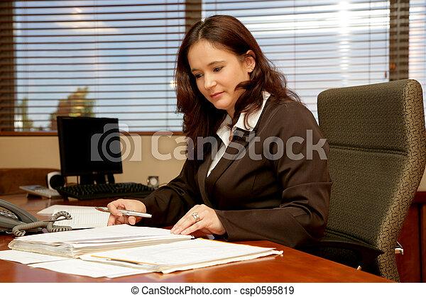 scrivania ufficio - csp0595819