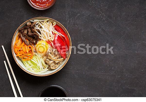 scuro, verdura, tradizionale, asiatico, fondo, piatto, pietanza, riso, bibimbap - csp63075341