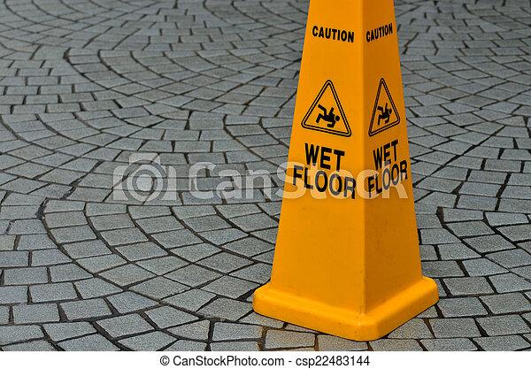 Señal de advertencia de suelo resbaladizo - csp22483144
