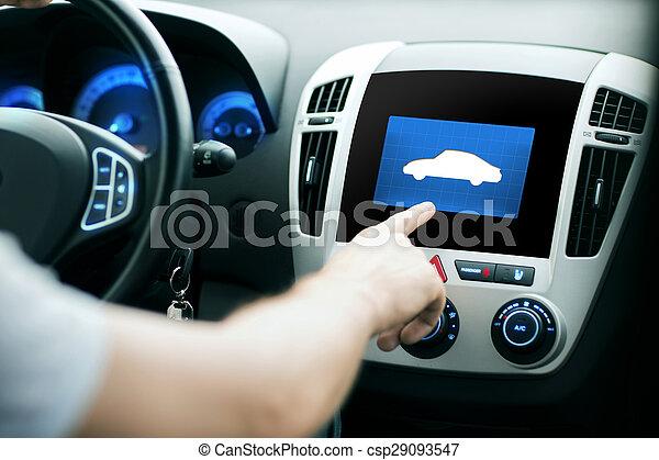 Mano masculina apuntando con el dedo al icono del coche en el panel - csp29093547