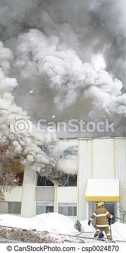 Ahorrando humo - csp0024870