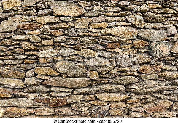 Muro de roca seca de piedras naturales - csp48567201