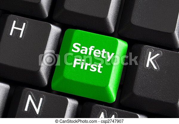 La seguridad primero - csp2747907