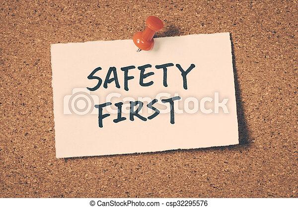 La seguridad primero - csp32295576