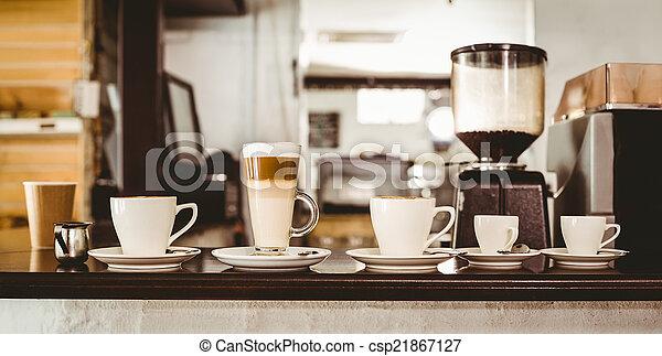 Selección de café en el mostrador - csp21867127