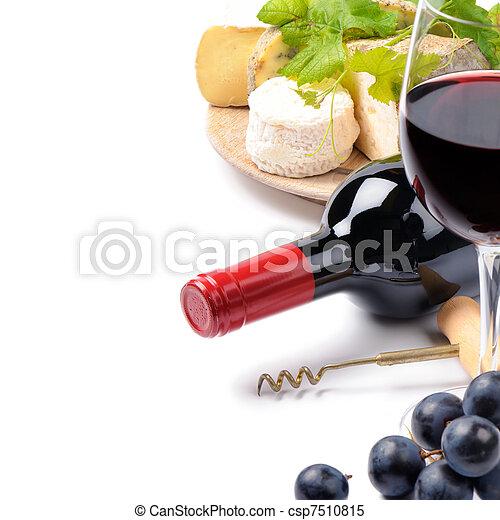 Vino tinto con selección de queso francés - csp7510815