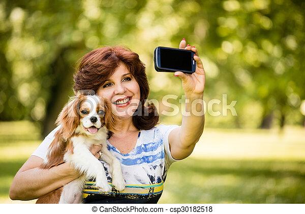 selfie, femme, chien - csp30182518