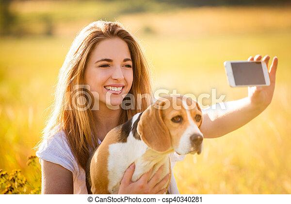 selfie, femme, chien - csp40340281