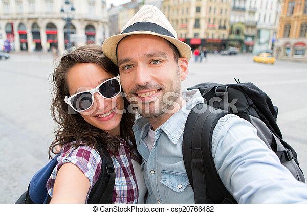 selfie, fetes, couple, prendre, jeune - csp20766482