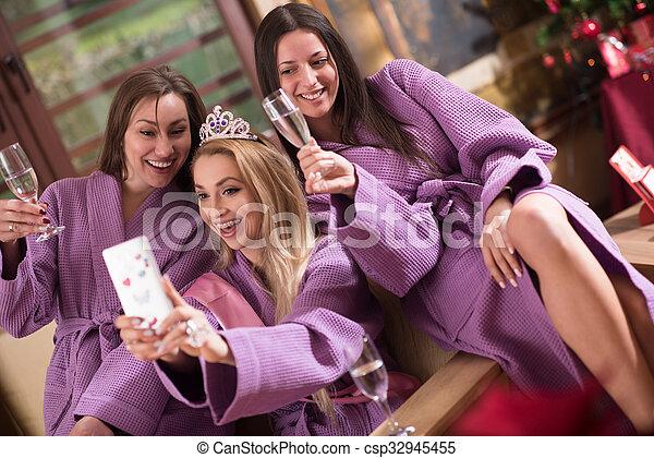 Junggesellinnen-Party - csp32945455