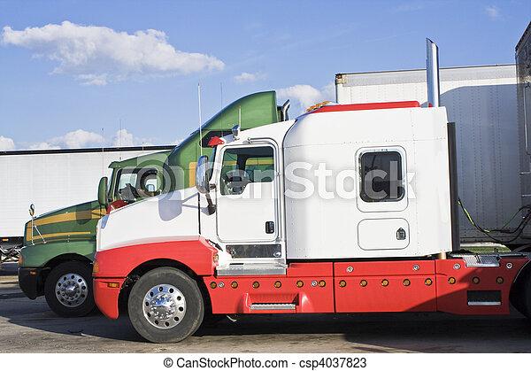semi-trucks, 停放 - csp4037823