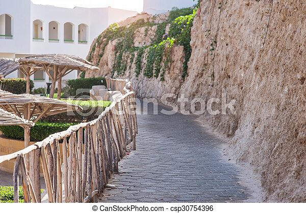 Caminos de piedra para caminar en el hotel - csp30754396
